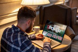 Est-ce que le poker en ligne est-il différent du poker réel?